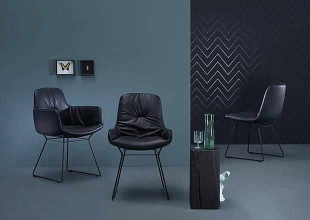 sitzm bel von freifrau und tische von janua. Black Bedroom Furniture Sets. Home Design Ideas